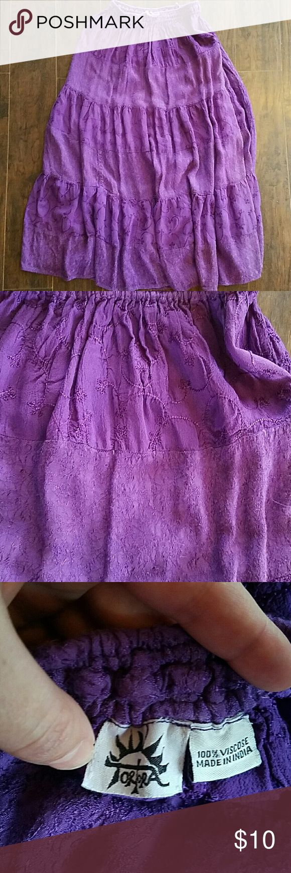 Tortora purple maxi hippie skirt boho bellydancing Beautiful skirt. I used this for bellydancing. Thinner layers of purple corrodinating fabric. Has one small spot on a seam that has been professionally fixed. You can't tell unless you turn it inside out.  Feel free to make an offer. Skirts Maxi