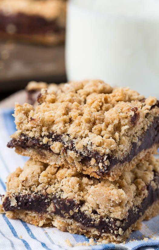 Chocolate Fudge Oatmeal Bars Crosta: 1 xícara de farinha de trigo 1⅓ copos aveia instantânea 1⅓ xícaras de açúcar…