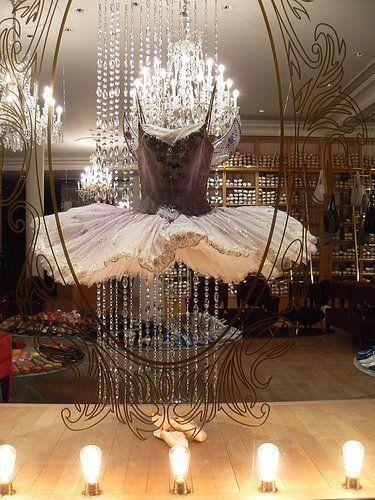 Repetto, 22 Rue de la Paix, ParisParis, Stores Windows Display, Lets Dance, Shops Windows Display, Window Displays, Windows Shops, Ballet Costumes, Ballet Tutu, Ballet Shoes