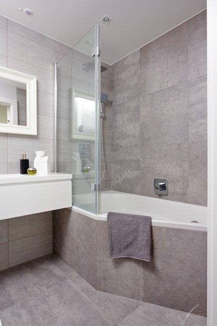 łazienka w szarym kamieniu