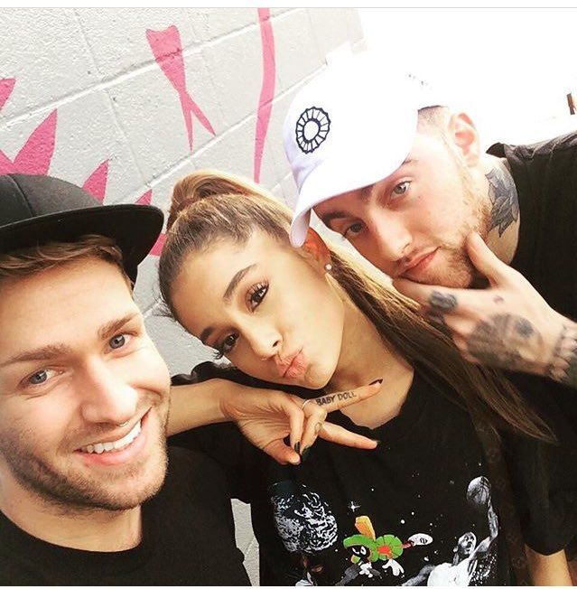 -NEW PHOTO- Ariana Grande and Mac Miller with a fan at Modern Love Restaurant in Omaha, NE