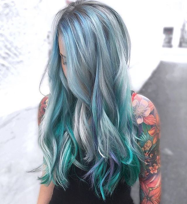 @hairbydani.e from @rossmichaelssalon is the artist... Pulp Riot is the paint.