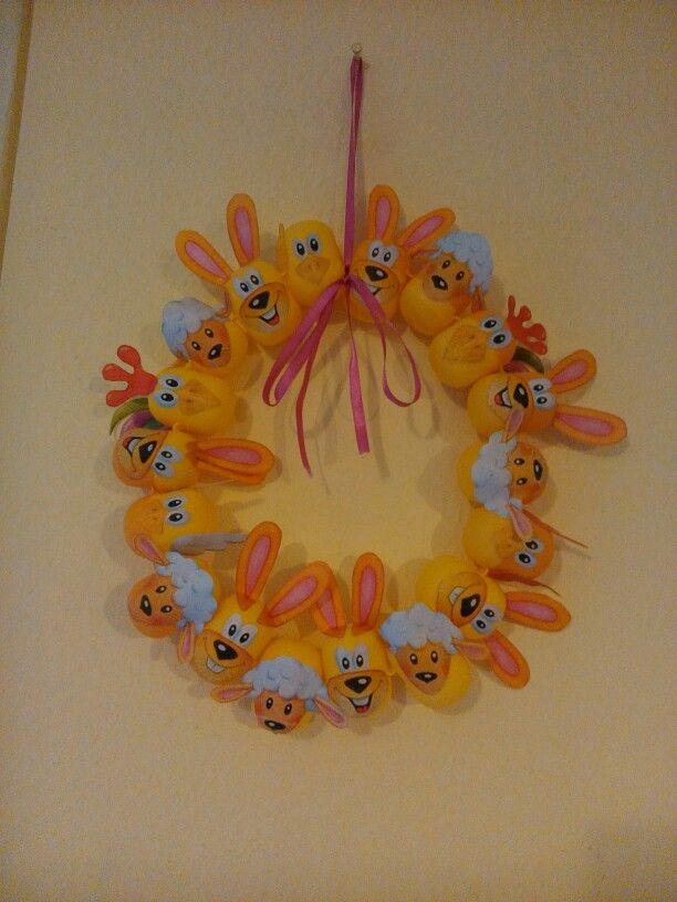 Húsvéti ajtódísz kinder tojásos dobozokból