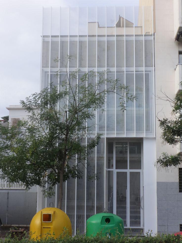 Ideas de #Exterior, estilo #Moderno color  #Blanco,  #Gris, diseñado por MR-ARQUITECTURA TECNICA  #CajonDeIdeas