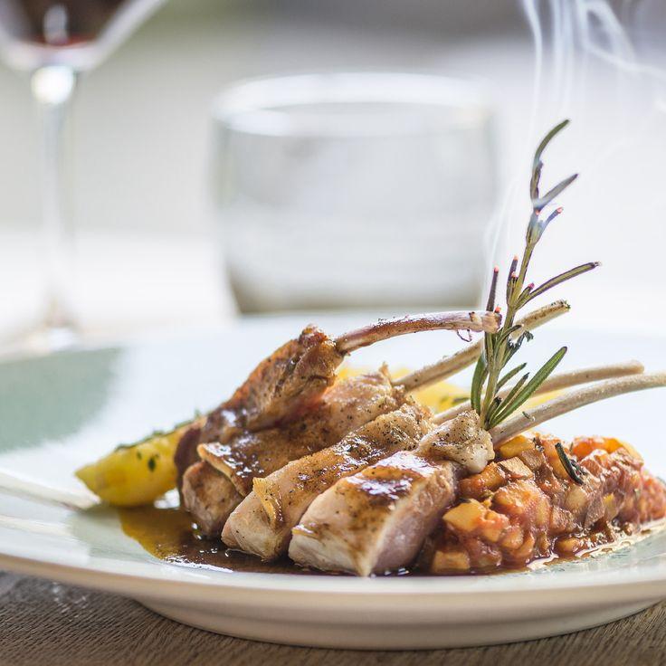 Lamskroon met zuiderse ratatouille & rozemarijnaardappelen || Carré d'agneau à la ratatouille méditerranéenne & pommes de terre au romarin #kokenmetlam #agneausibon
