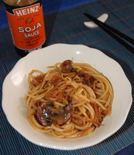 Una deliciosa receta de Fideos chinos con salsa de soja para #Mycook http://www.mycook.es/receta/fideos-chinos-con-salsa-de-soja/