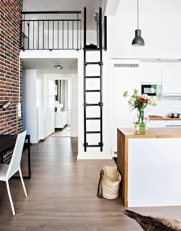 Loft-asunto vanhassa tulitikkutehtaassa:  loft, loft-asunto, mustavalkoinen sisustus, vaalea sisustus, tehostevärit, minimalistinen, sommitelmat, asetelmat, scandinavian living, finnish design, black and white, decoration
