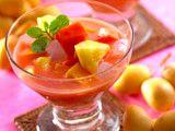 Koktail Buah Hawaii   Dalam semangkuk es buah, Clovers juga dapat merasakan manfaat vitamin dan nutrisi buahnya langsung lho! Jika biasanya es buah diberi kuah air sirup, yang satu ini memakai campuran susu kental manis dan jus mangga, ditambah sensasi segar dari daun mint cincang. Terbayang bagaimana unik rasanya? Yuk, manjakan keluarga dengan segarnya Koktail Buah Hawaii! Cocok menjadi sajian spesial setelah seharian beraktivitas.