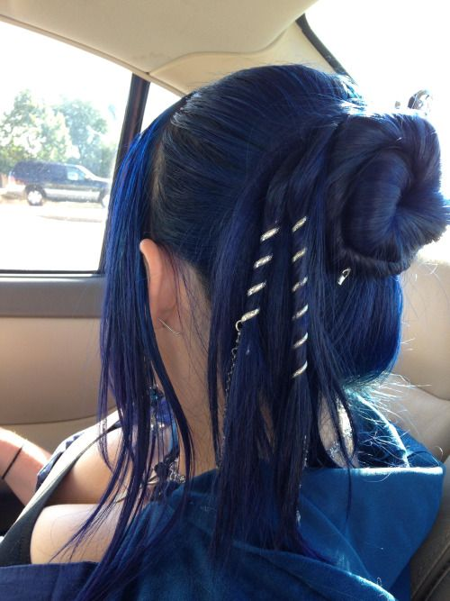 Went to Ren Fest and got to use my hair twists. :) Rocking Manic Panic Shocking Blue mixed with After Midnight Blue over more faded blue.