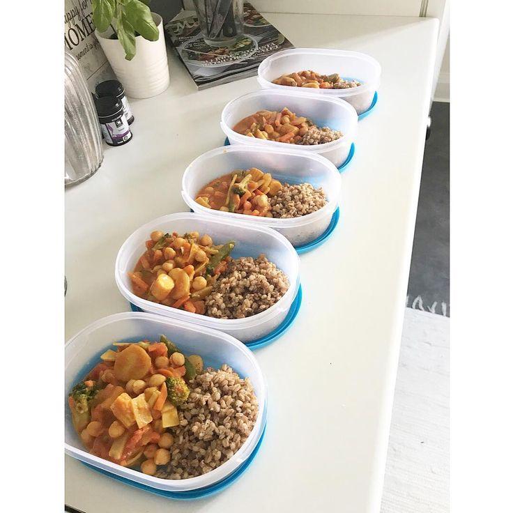 "61 gilla-markeringar, 1 kommentarer - @halsabyemma på Instagram: ""| Foodprep before work today. 🍅 #healthyfood #vegan . . ----------- . . #svettkampen #svettfest…"""
