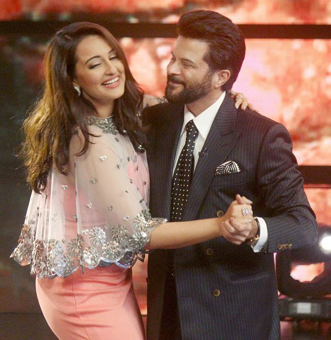 Sonakshi Sinha and Anil Kapoor on dancing #IndianIdolJunior. #Bollywood #WelcomeBack #Fashion #Style #Beauty #Handsome #Cute