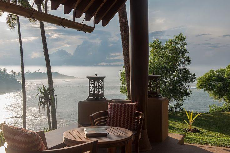 """""""Les portes de la chambre s'ouvrent sur le jardin privé, les palmiers ondulant sous la brise et derrière eux, l'océan."""" - Relais&Châteaux - Cape Weligama - www.resplendentceylon.com"""