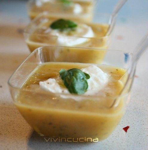 Una vellutata crema di zucca e patate con pochissimi grassi, ideale anche per chi segue un regime dietetico.