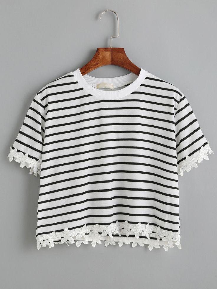 Бело-чёрная полосатая футболка с аппликациями