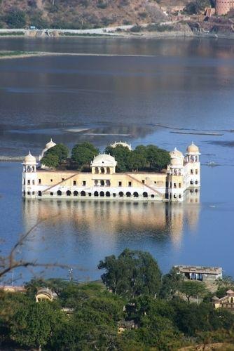 """The Sunken Palace, Udaipur, India.  The """"Lake Palace"""""""