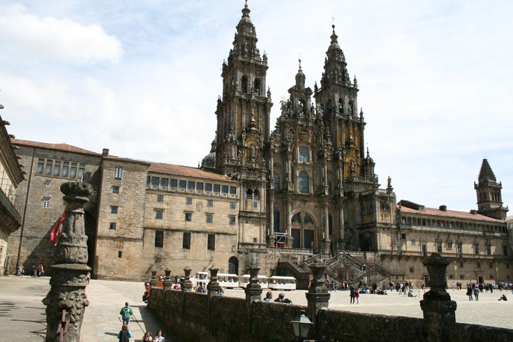 Visit the most important pilgrimage landmarks of Santiago and be amazed by the 800 years old Santiago de Compostela Cathedral.