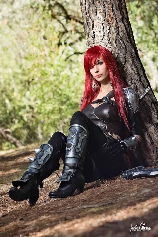 Nice and beauty Katarina cosplay from League of Legends byMary Raine. Photo by the greatJesus Claresat Japan Weekend in Madrid 2013.