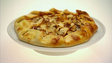 Giada De Laurentiis - Crostata with Apples, Walnuts and Gorgonzola/Plus video url https://www.youtube.com/watch?v=niyO_g5fU1A