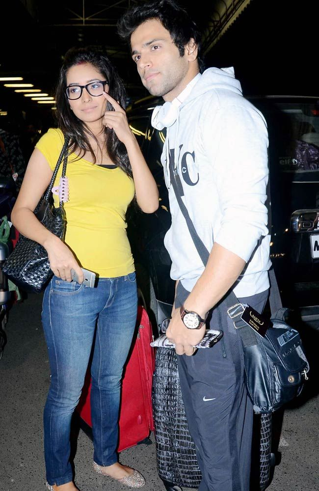 Rithvik Dhanjani & Asha Negi from Pavitra Rishta leave for South Africa to attend SAIFTA awards.