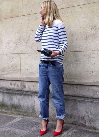 Marinière + jean boyfriend roulotté sur la cheville + escarpins rouges