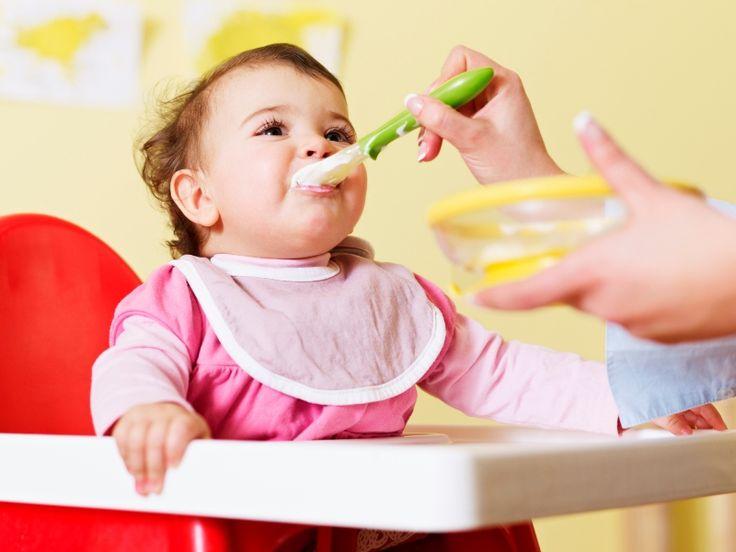 Apresentação dos primeiros alimentos sólidos ao bebê. Saiba mais! #comidinhas #IntroduçãoAlimentar