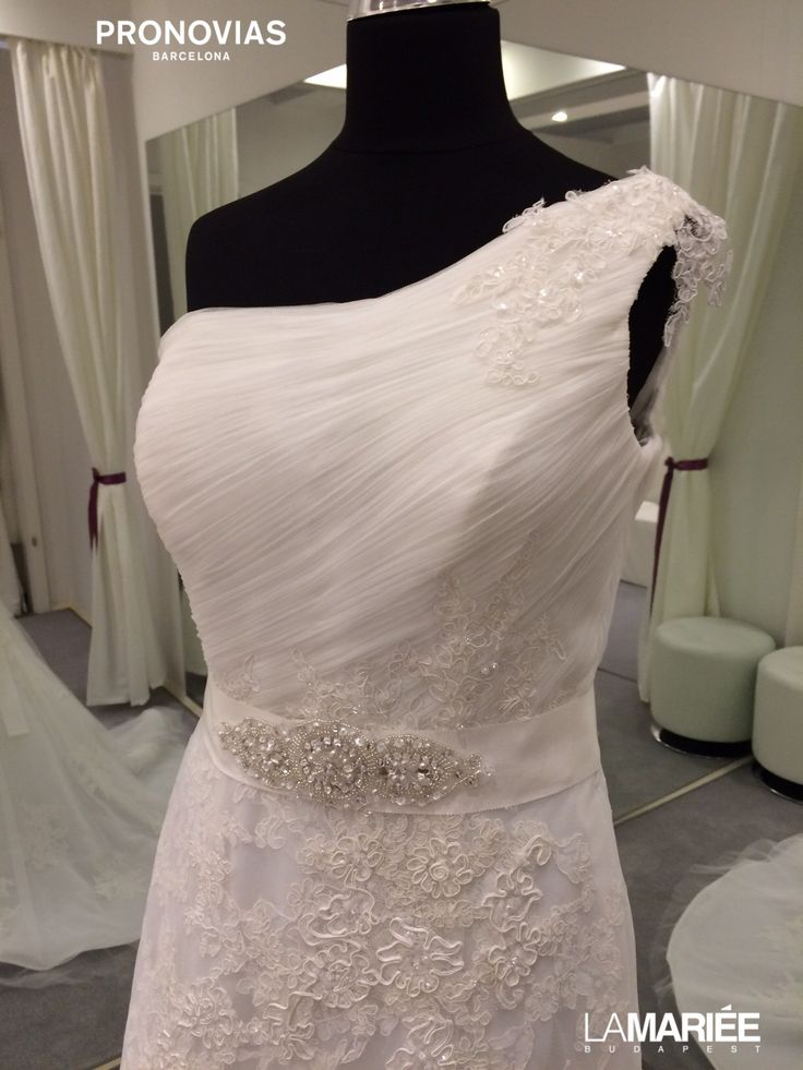 Bora esküvői ruha Pronovias 2015 http://lamariee.hu/eskuvoi-ruha/pronovias/bora