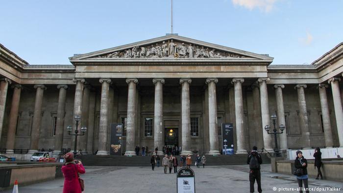 """British Museum, 1753'te kurulduğunda dünyanın ilk halka açık ulusal müzesi oldu. Tüm """"öğrenmeye hevesli ve meraklı kişilere"""" giriş ücretsiz. Karl Marx ve Lenin, kapitalist sisteme karşı entellektüel cephanelerini, bu yapıya sonradan eklenen Okuma Salonu'nda oluşturdu. #Maximiles #Avrupa #Europe #tarih #tarihi #world #dünya #historic #history #turizm #tourism #historical #tarihiyerler #tarihmerkezleri #culture #kültür #farklıkültürler #seyahat #travel"""