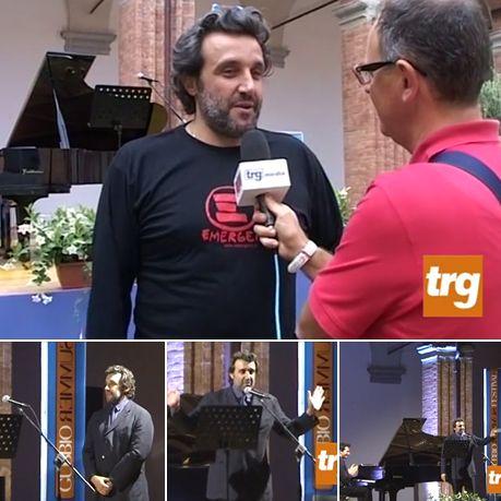 Flavio Insinna Il Conducente: Altre foto di Flavio Insinna a Gubbio...