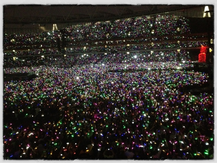 There are amazing live performances...and then there's Coldplay...64,000 people glowing in the dark on Emirates Stadium during what may have been the best 2 hours of their lives (via @Patti Gable)