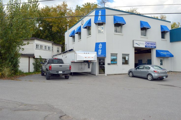 Commercial Property for Lease - 68 DUNDAS (BELLEVILLE), BELLEVILLE, ON K8P 1A3 - MLS® ID QR21406699 Gorgeous, clean, ready for use. This high-traffic, high-visibility unit offers its future tenant 2000 square feet, both male and female washrooms, and a grade level loading dock in rear for easy loading. This unit is in good repair, painted with modern neutral colours, an abundance of natural light, and has modern, well-kept, easy-to-clean laminate flooring throughout.
