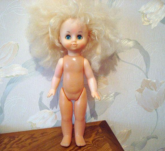 Vintage russische Puppe, Höhe 30 cm (11,8), sowjetische Puppe, Sammler Spielzeug, Spiel Raumdekoration, blaue Schlaf-Augen  Eine Puppe war ein Traum eines jeden sowjetischen Mädchens. Es wurde in den 1980er Jahren gemacht. Die Puppe ist in sehr guter Vintage Zustand, schöne blaue Augen blinzeln können. Schöne Haare, aber unmöglich zu kämmen. Höhe: 30 cm. verkauft ohne Kleidung. mehr Spielzeug: https://www.etsy.com/shop/SweetBarbaris?section_id=17449857&ref=sh...