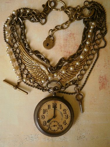 Awesome Steampunk jewelry OMG I want this so bad!!!! #provestra