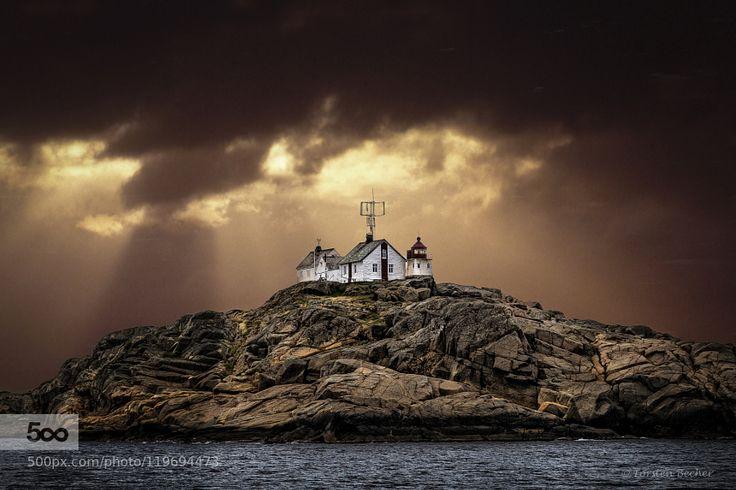 Shiny Lighthouse of Stavern (Norway) by TorstenBecher