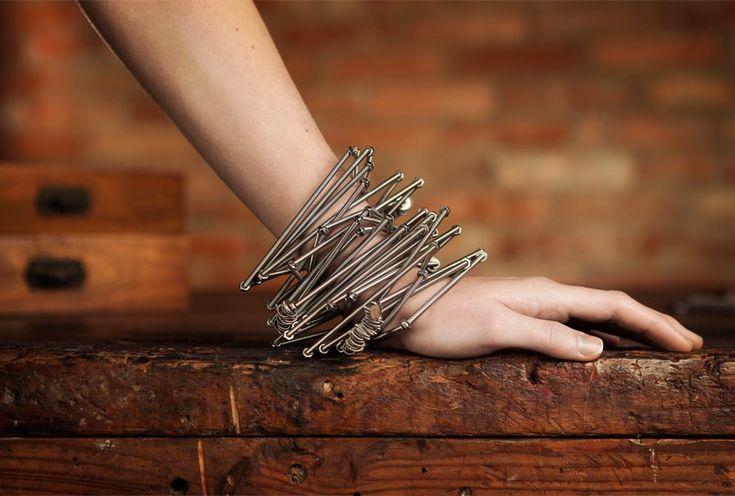 Waita #bracelet #Bracciale in acciaio con elastico interno, targhetta e marchio inciso. Può essere utilizzato anche come collana. http://monicatrevisi.com/product/waitb01/