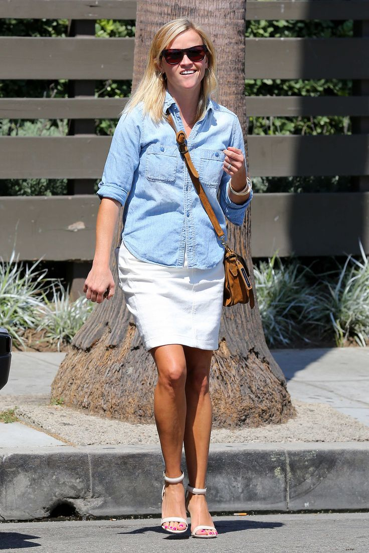 Reese Witherspoon in Venice Beach 08/29/2013
