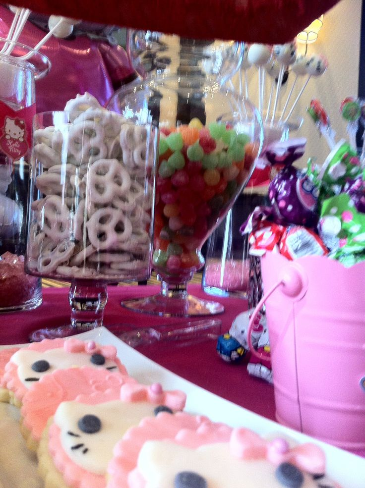 Cookies hello kitty -candy bar theme-pretzels and lollipops