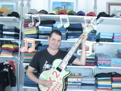 Hacemos música con la ropa, somos una Banda de Rock de Cartago. Somos los embajadores de las marcas Almacén Oporto y BuenaMar Jeans