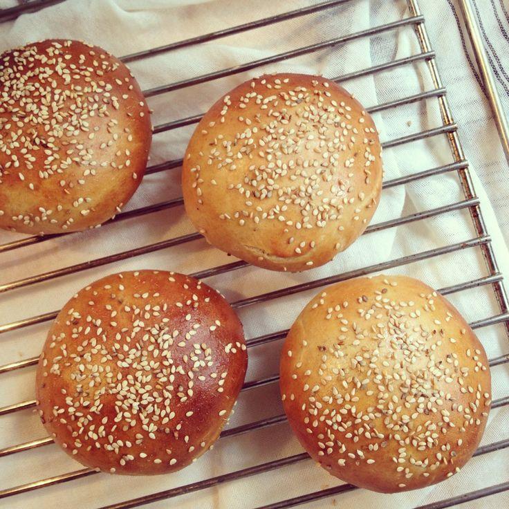 Pains à hamburger – Bowl & spoon