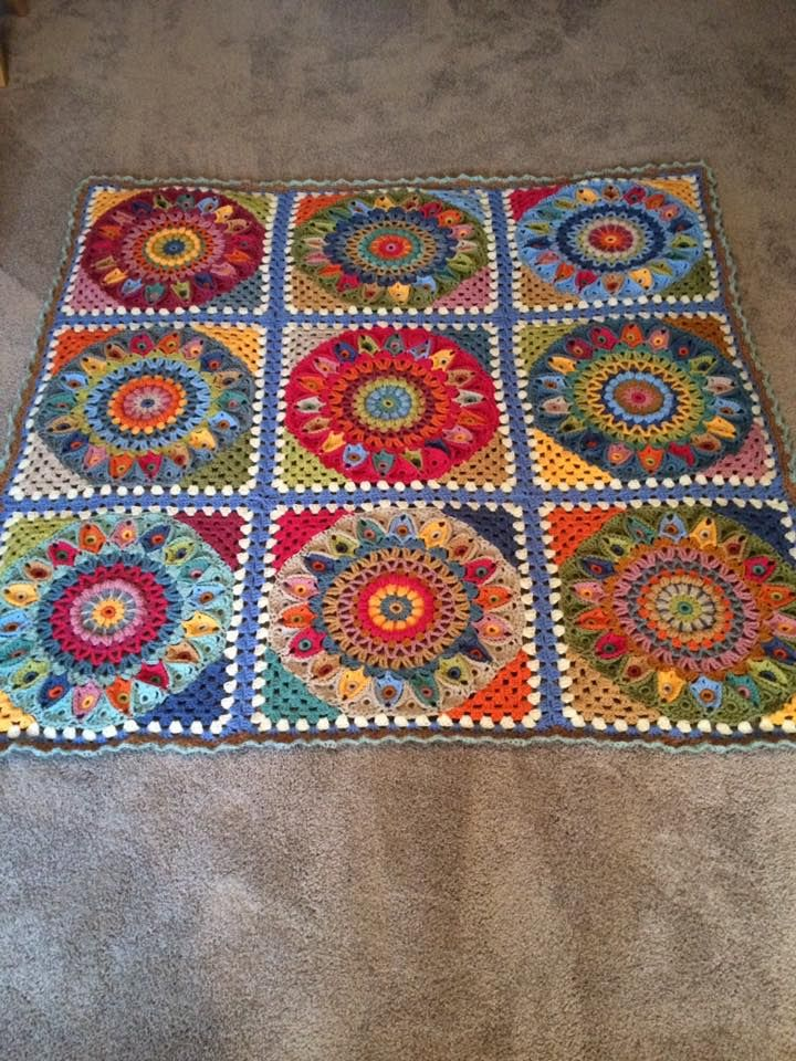 Some fabulous versions of the SPINNING TOP BLANKET are starting to appear now, WOW! Wonderful blanket fromRuth Geilenfeldt and this stunner fromAnna Robinson Moore And Wendy Ferris has now completed