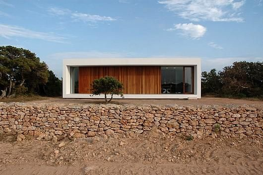 House on the Spannish island Formentera by architect Maria Castello Martinez. The contrast between the white plaster and the Iroko wood is beautiful.
