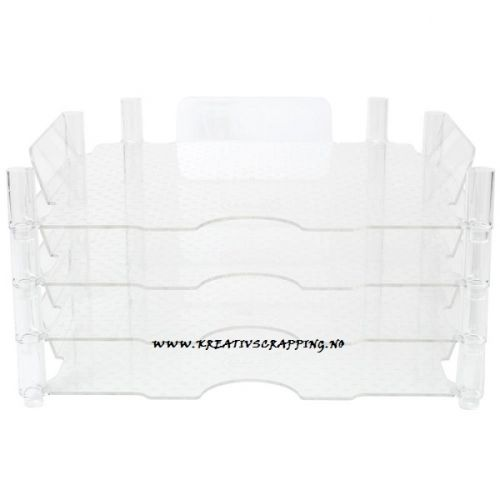 """WE R MEMORY KEEPERS - 662587 - STACKABLE ACRYLIC PAPER TRAYS 12X12""""     Easy to put together and take apart and when not in use trays can be nested together for easier storage. CLAER 4/PKG HOLD ORDEN PÅ PAPIRENE DINE, LETT Å STUE OPP PÅ HVERANDRE."""