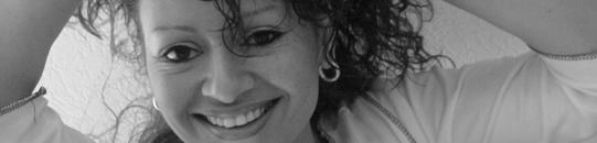 """Limburgstalige Zangeres          Naast het reguliere werk als allround zangeres, zingt zij ook in de kerk tijdens bruiloft en begrafenis missen zie http://www.angiehoeymakers.nl/ceremonie/index.html.  10 jaar eerder heeft ze een Jazz-Lounge cd uitgebracht onder de naam """"Crazy Cocktails"""". Daarnaast een cd gemaakt voor haar vaders geboorteland Nusalaut onder de naam Samasuru Amalatu."""