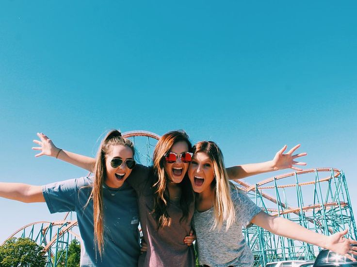 """Kylie on Instagram: """"Round and around and around we went!!! #rollercoasterjunkie """""""