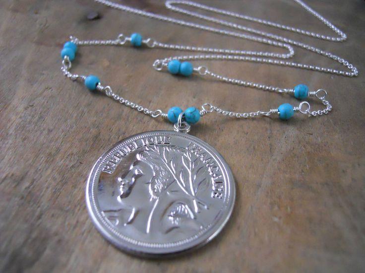 Weiteres - Lange silberne Halskette mit Münzen