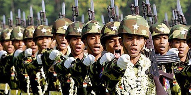 Tentara Myanmar Menggila Bunuhi Bayi-Bayi & Bakari Masjid  Republik.in Sebanyak ribuan warga Muslim Rohingya mengungsi ke Bangladesh setelah desa-desa mereka dibakar oleh tentara Myanmar menyusul serangan militan ke pos-pos militer. Militer Myanmar menggila menghanguskan desa-desa dan membunuhi warga Rohingya tidak peduli wanita atau bayi sekalipun. Pemerintah Myanmar mengatakan sedikitnya 109 orang tewas dalam serbuan militer termasuk militan polisi dan warga sipil. Namun para aktivis…