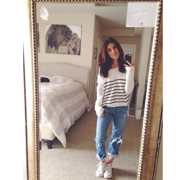 Daniella monet has great hair.                                                                                                                                                                                 Mais