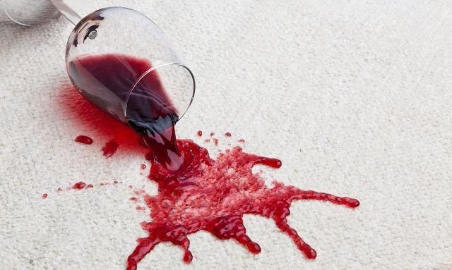 Thumb Técnica curiosa! Use vinho branco para retirar manchas de vinho tinto