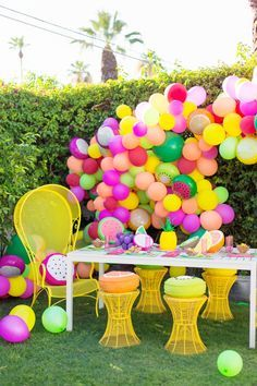 How cool is this vibrant balloon garland? It will be so fun to make for the next party!