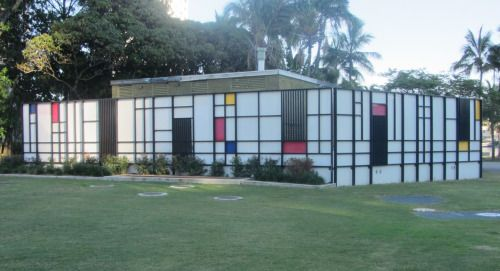 A Mondriaan-esque utilitarian building in Surfers Paradise (Australia), of all places.