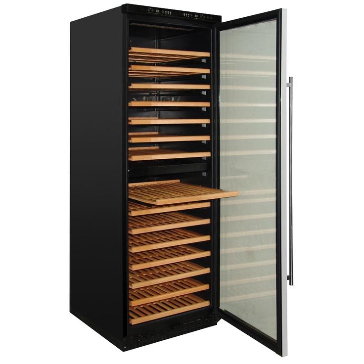 Wijnkoelkast met houten legborden.  http://www.orcacool.nl/products/600/1/wijnkasten.html